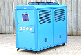What are the characteristics of industrial chillers?